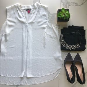 Vince Camuto White V Neck Sleeveless Blouse